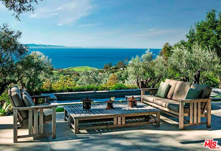 Панорамный вид на Тихий океан с террасы дома Натали Портман