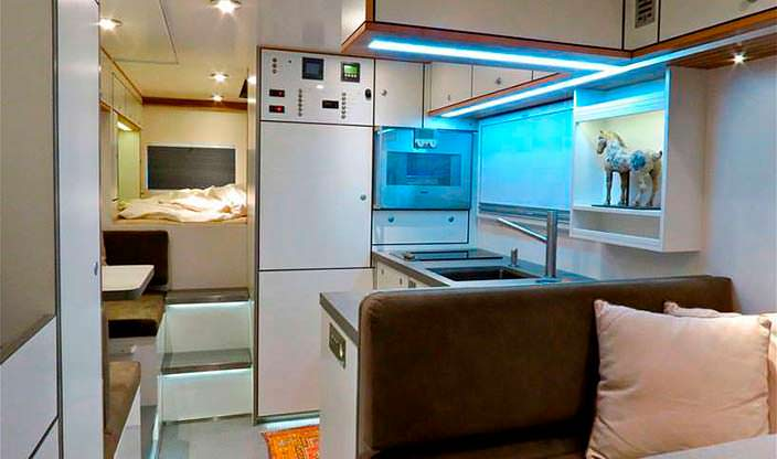 Кухня экспедиционного автомобиля Action Mobil XRS 7200