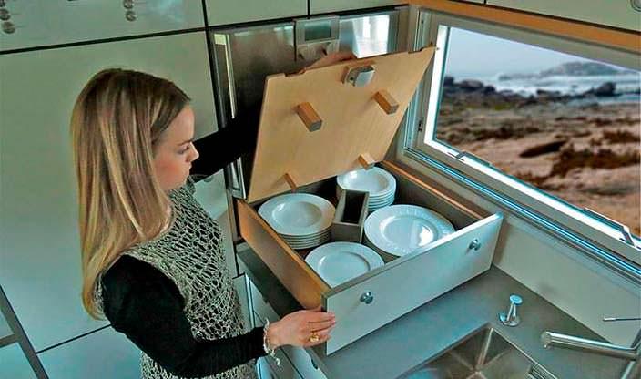 Хранение посуды в салоне Action Mobil XRS 7200