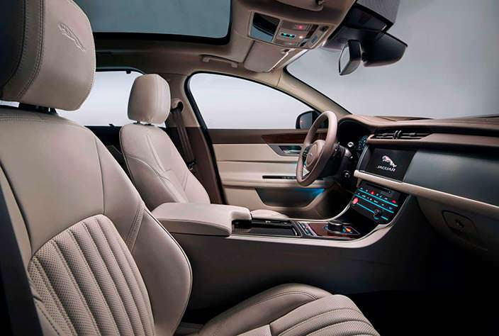 Интерьер Jaguar XF Sportbrake 2018 года