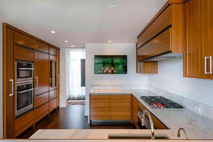 Дизайн кухни в двухэтажной квартире Джона Бон Джови