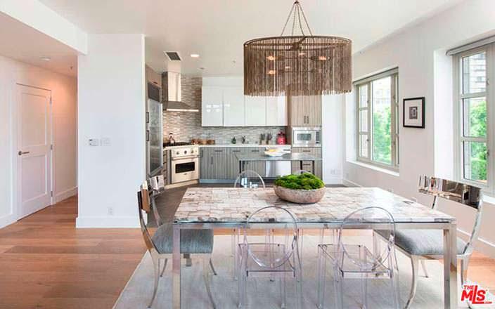 Кухня-столовая в квартире Кендалл Дженнер