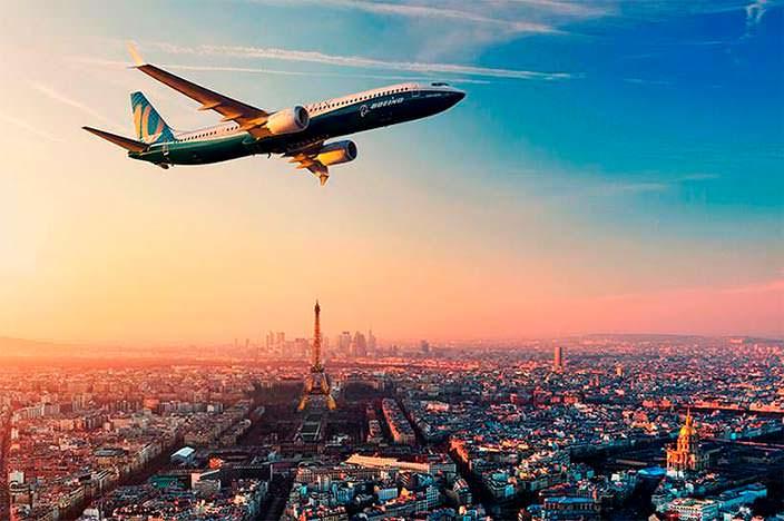 Новый самолет Boeing 737 MAX 10 на Парижском авиашоу 2017 г.