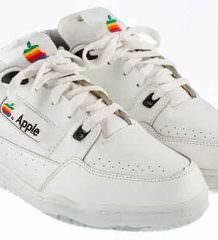Ретро-кроссовки Apple уйдут с молотка. Цена $15 000 | фото