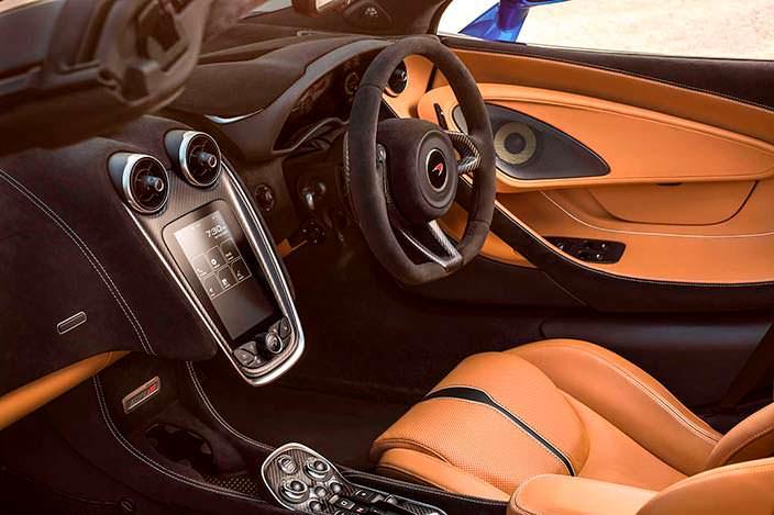 Фото салона McLaren 570S Spider