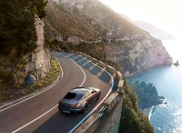 Самый быстрый и мощный седан Jaguar XJR575