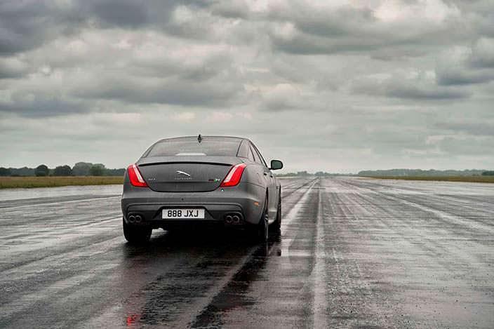 Самый быстрый седан Jaguar XJR575