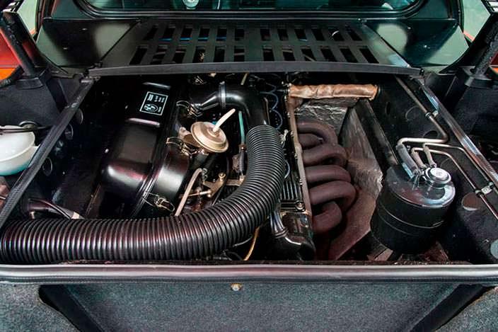 3,5-литровый двигатель V6 под капотом BMW M1