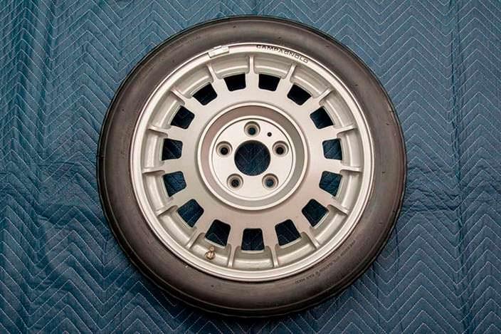 Оригинальное запасное колесо BMW M1 1980 года