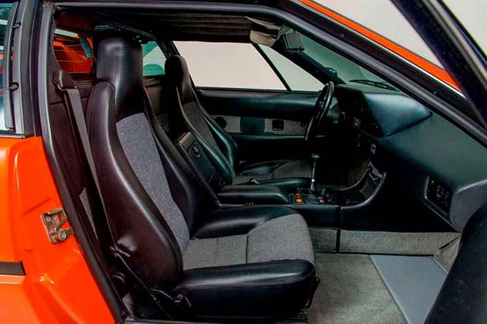 Интерьер BMW M1 1980 года выпуска