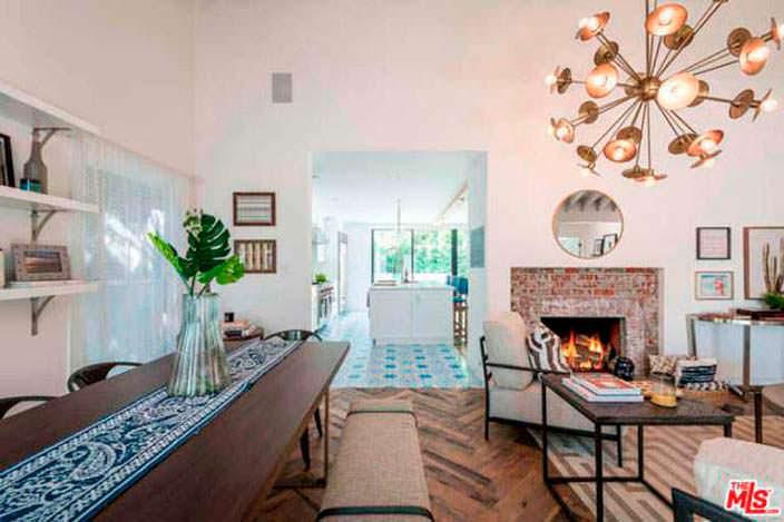 Гостиная по соседству с кухней-столовой в доме Лены Хеди
