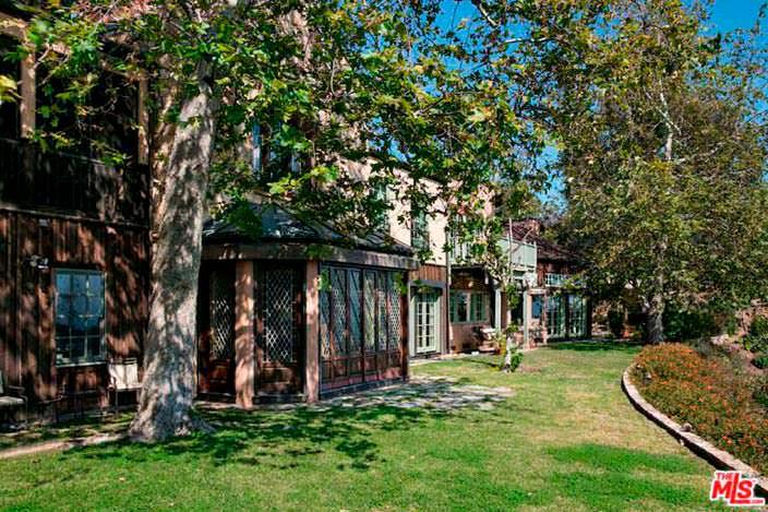 Старые деревья затеняют дом Мела Гибсона в Малибу