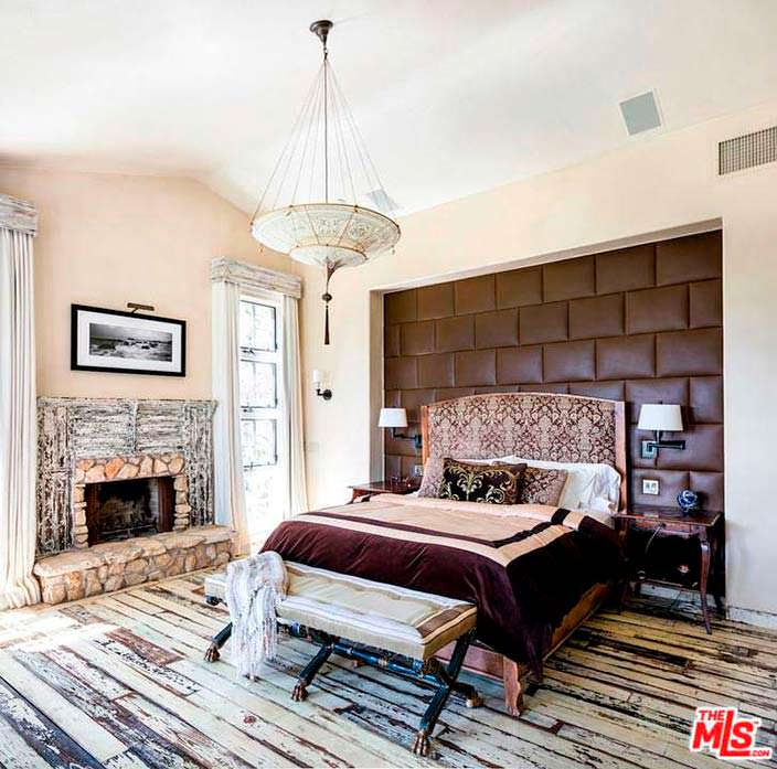 Старинный дизайн спальни в доме в Малибу актера Мела Гибсона