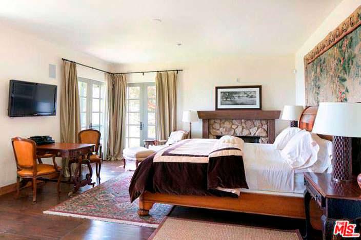Старинный дизайн спальни в доме Мела Гибсона