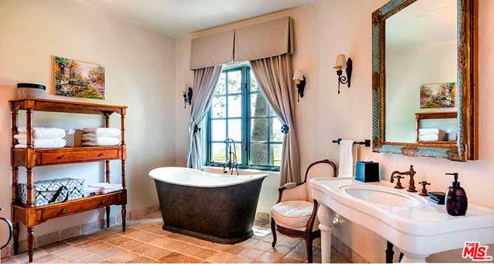Ванная в стиле арт деко в доме Мела Гибсона