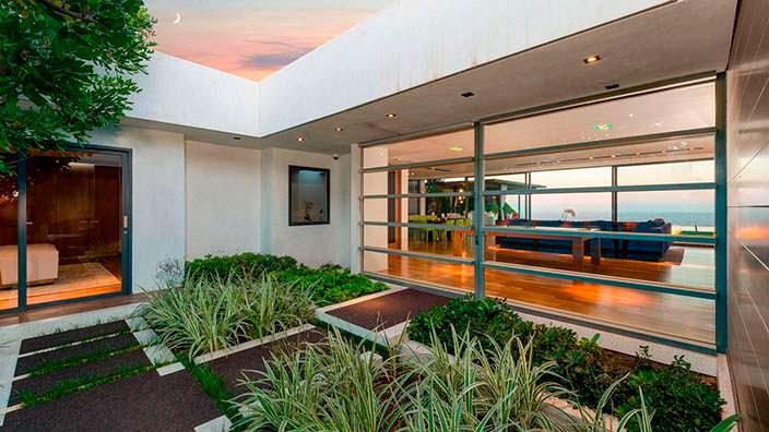 Зеленые насаждения у дома Мэттью Перри