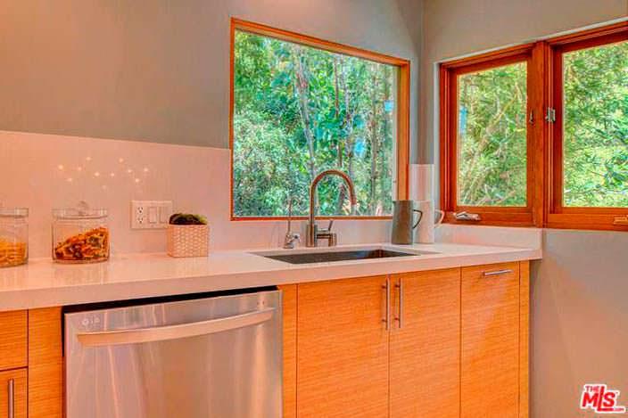Лаконичный дизайн интерьера кухни