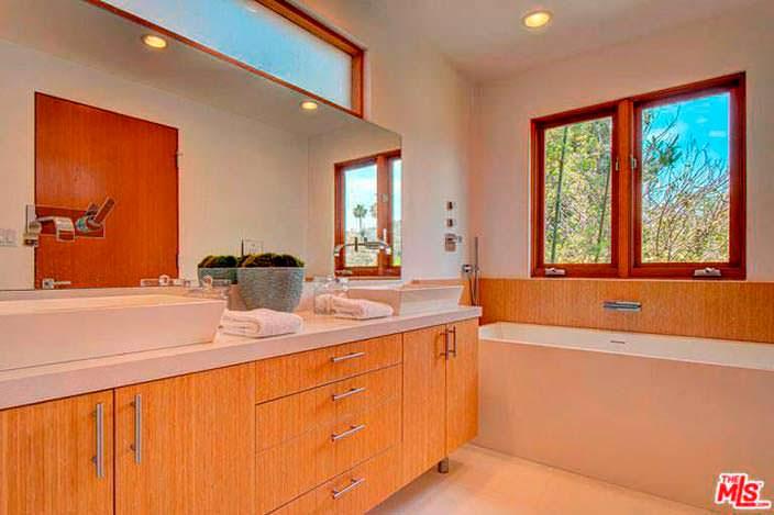 Лаконичный дизайн ванной комнаты