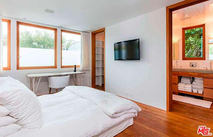 Интерьер гостевой спальни в доме Памелы Андерсон