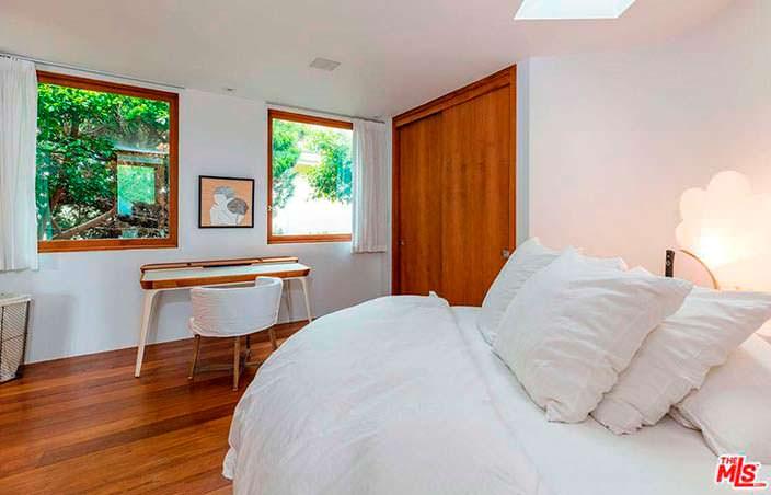 Дизайн гостевой спальни в доме в Малибу