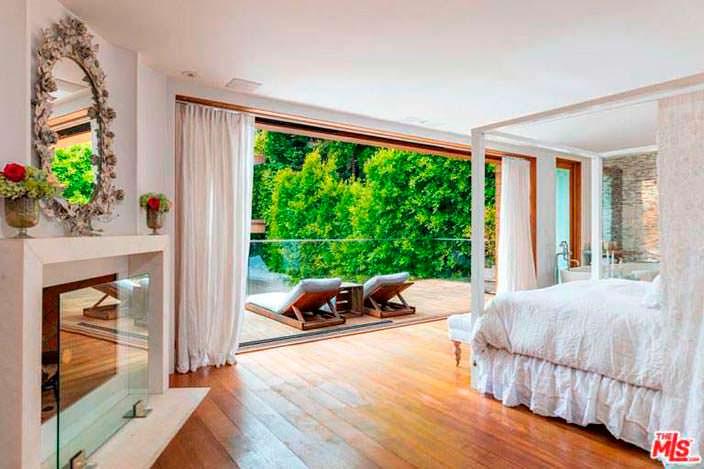 Романтический дизайн спальни Памелы Андерсон