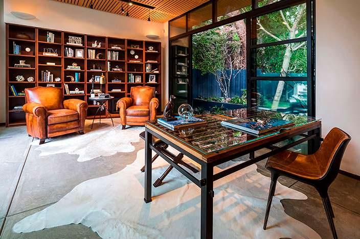 Дизайн библиотеки в доме писателя Рэймонда Чандлера