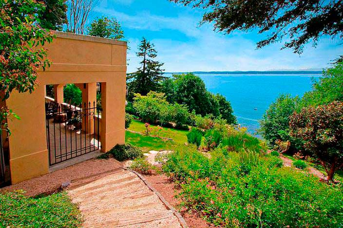 Дом с видом на остров Бейнбридж в Сиэтле