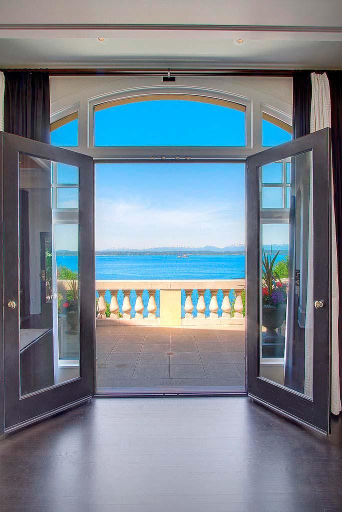 Вид на остров Бейнбридж в заливе Эллиот из гостиной