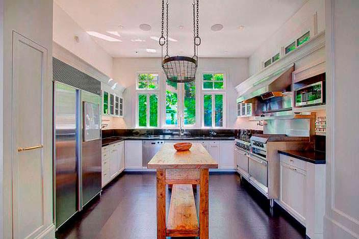 Интерьер профессиональной кухни