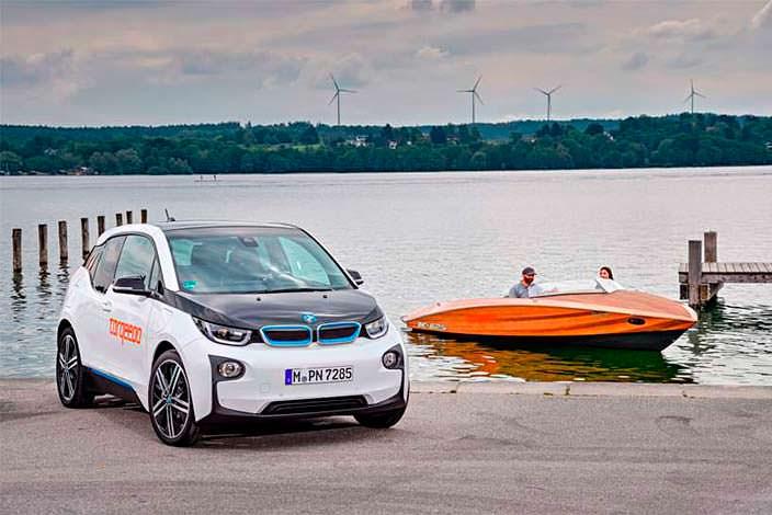 Электрический катер Torqeedo Deep Blue и электрокар BMW i3