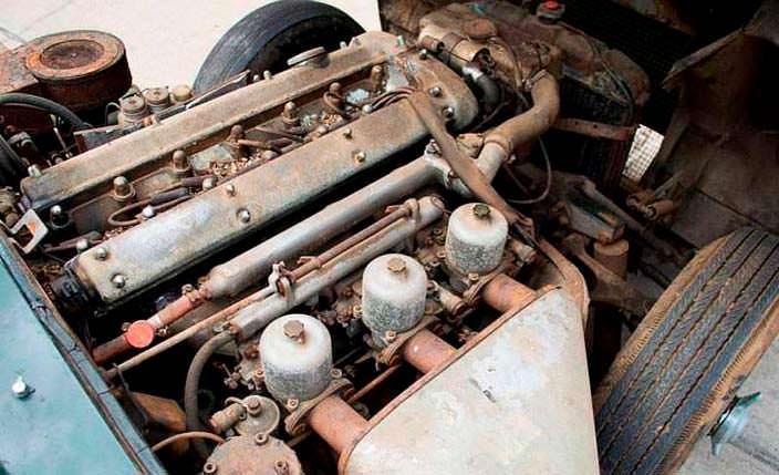 Двигатель на 3,8-литра под капотом Jaguar E-Type Roadster