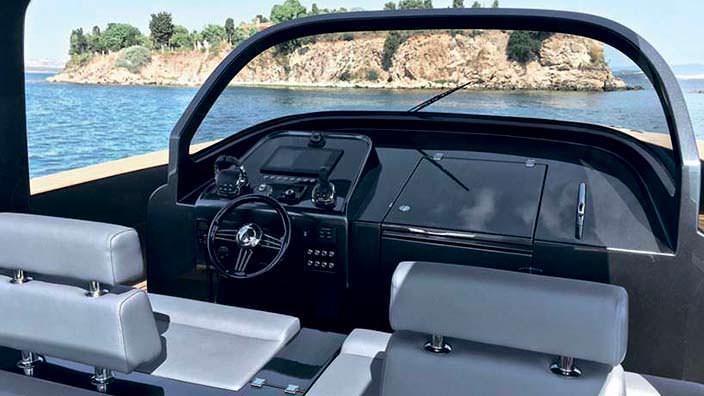 Кокпит катера Alen 45