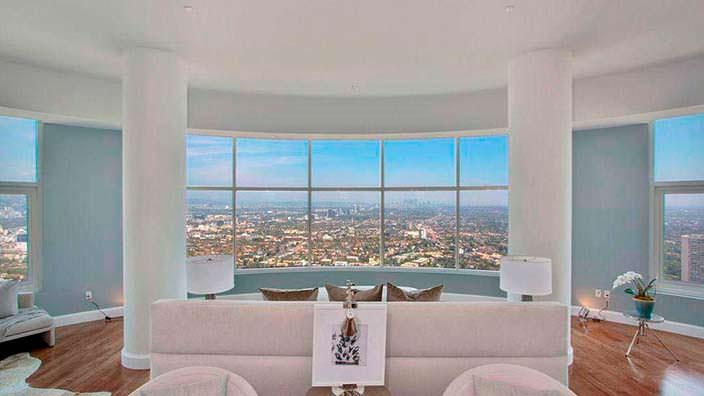 Панорамный вид на Лос-Анджелес из пентхауса Мэттью Перри