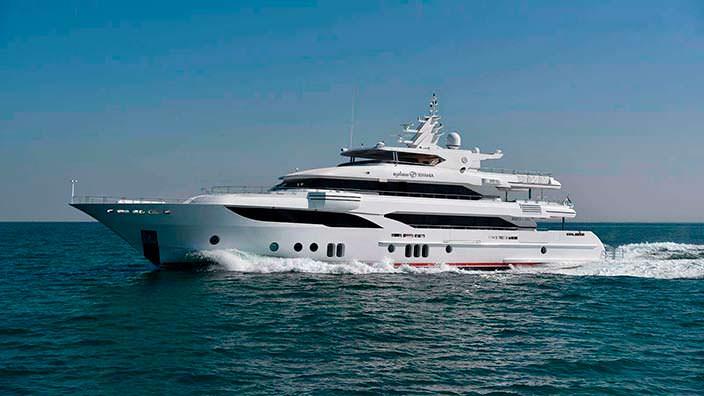 Суперъяхта Sehamia от Gulf Craft в море