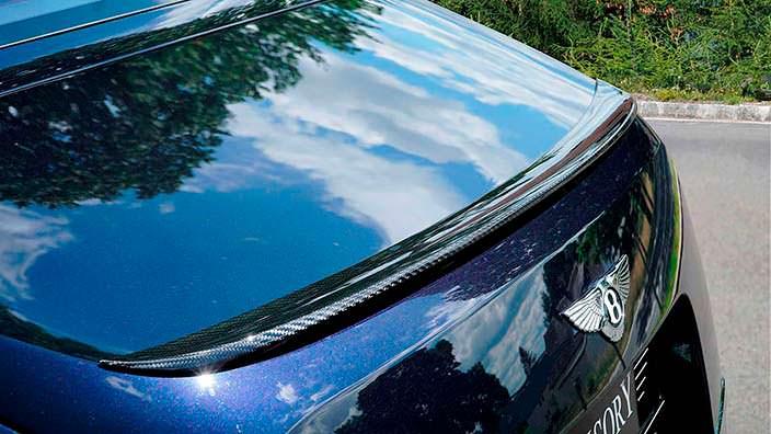 Углеродный спойлер на кромке багажника Bentley Mulsanne