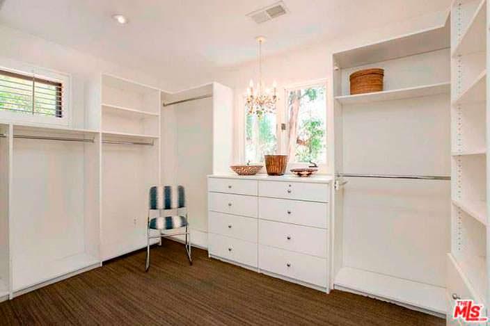 Дизайн гардеробной комнаты в доме Винса Вона