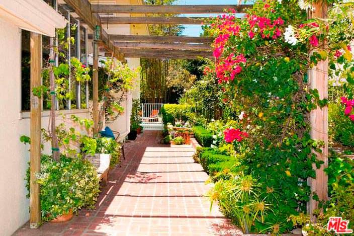 Цветочный сад у дома Винса Вона в Голливуде