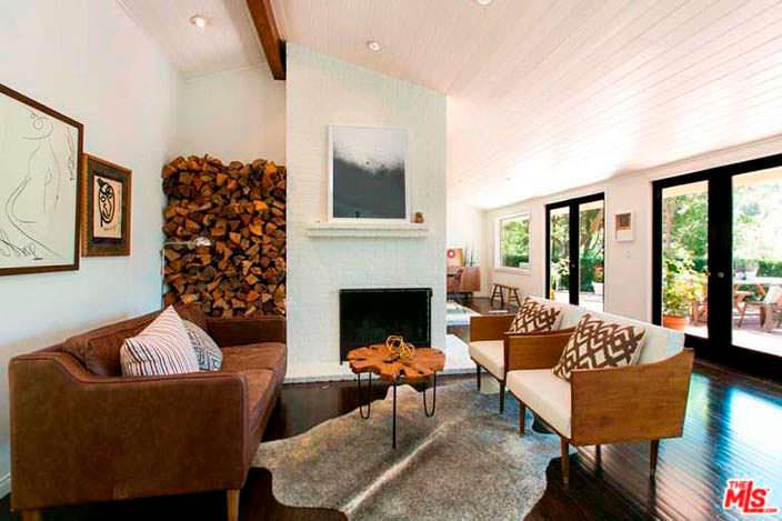 Дизайн комнаты с камином в доме Винса Вона