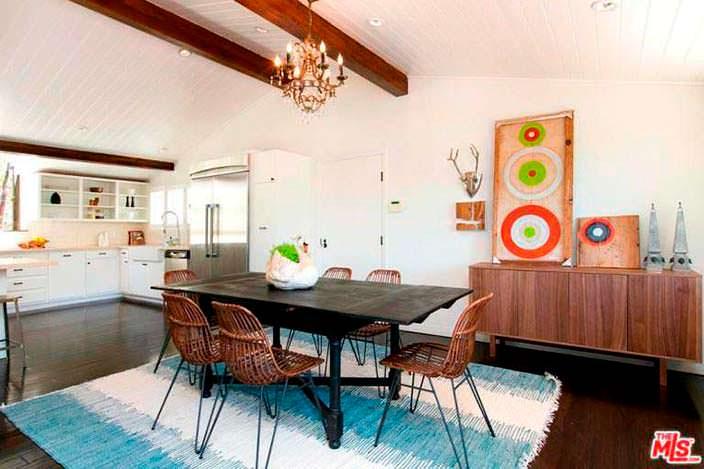 Уютный дизайн кухни-столовой в доме Винса Вона