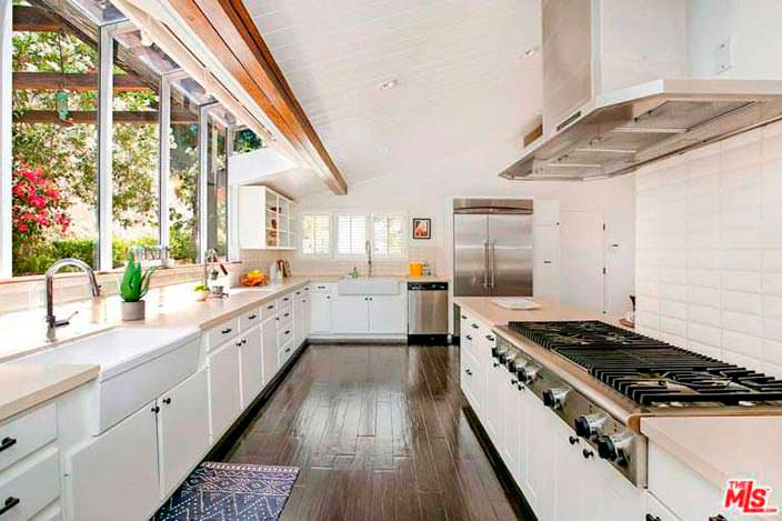 Профессиональная кухня в доме Винса Вона