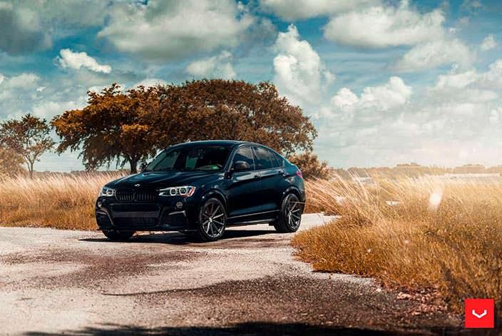 """Глянцевый чёрный BMW X4 M40i на 20"""" дисках Vossen VFS-10"""