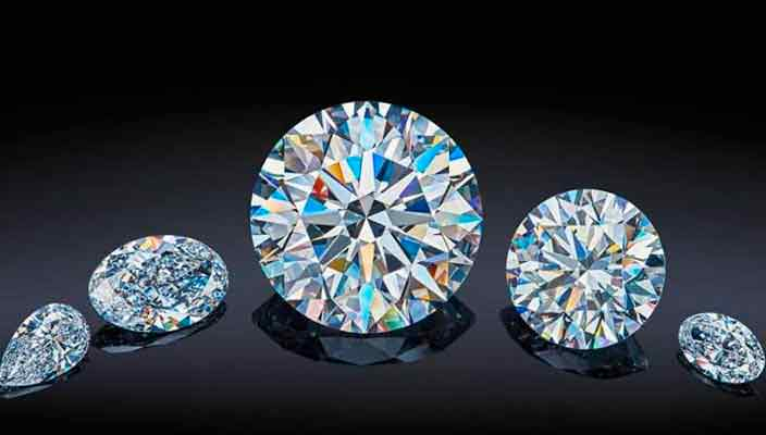 Самый большой и дорогой бриллиант России продадут на аукционе