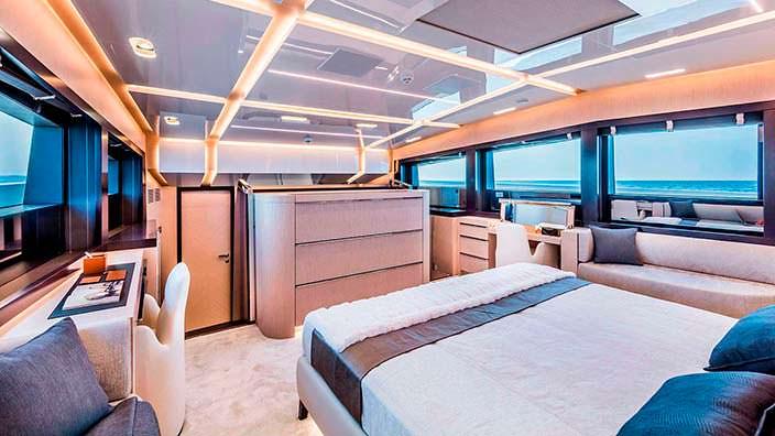 Гостевая каюта на борту яхты Clorinda от ISA Yachts
