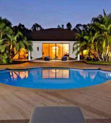 Адам Левин из Maroon 5 купил дом в Холмби-Хиллз | фото, цена