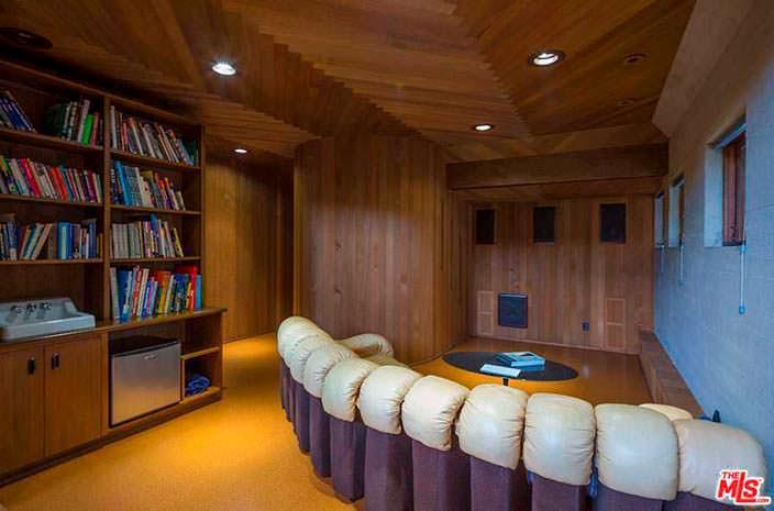 Домашний кинотеатр в доме Эдварда Нортона в Малибу