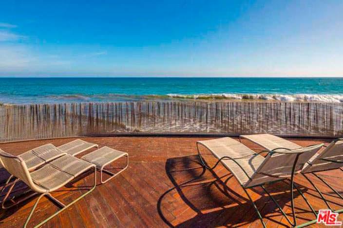 Солнечная терраса с видом на Тихий океан у дома Эдварда Нортона