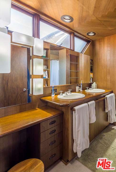 Дизайн ванной комнаты в доме Эдварда Нортона в Малибу
