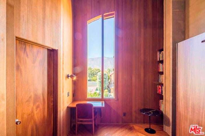 Дизайн кабинета в доме Эдварда Нортона в Малибу