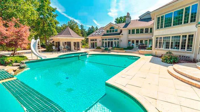 Дом с бассейном Эминема в Мичигане