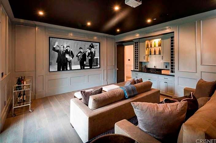 Медиа-комната в доме Фрэнки Валли